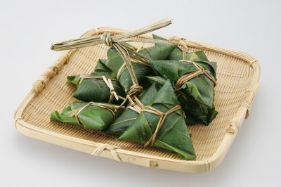 笹の葉がちまきの味と香りを引き立てます!