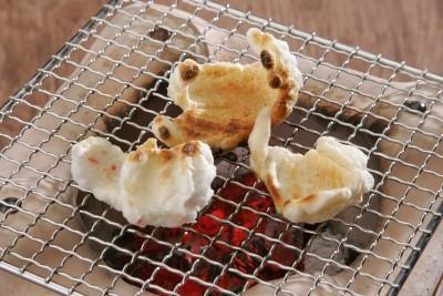 えび・白ゴマ・青のり・昆布・抹茶の5種の味が楽しめるかき餅